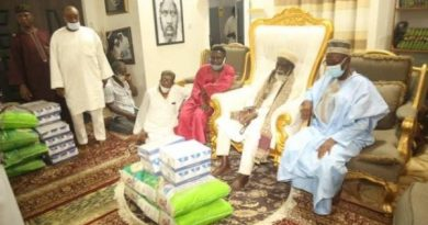 Togbe Afede XIV Donates Food Items To Chief Imam