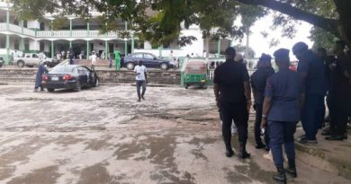 A/R: Heavy Security At Central Mosque As Youth Demand Resignation Of Chief Imam