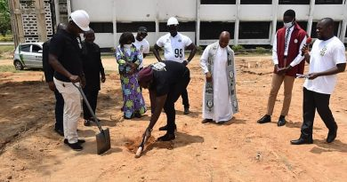 Adisadel '98 Year Group Cut Sod For 200-Seater Library Complex
