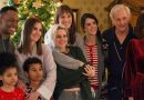 Kristen Stewart and Mackenzie Davis Light Up the <i>Happiest Season</i> Trailer