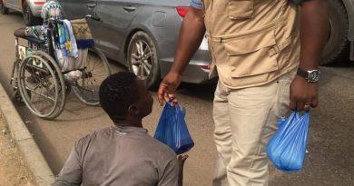 IHRC in Ghana, CNW International feed almost 300 street beggars ON CHRISTMAS DAY.