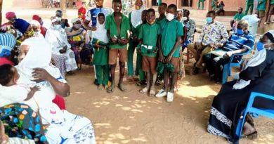 Damongo: Basic School Teacher donates school uniforms to pupils
