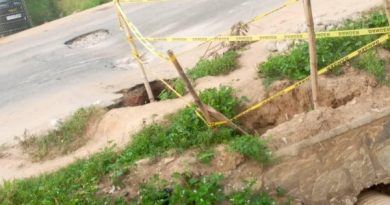 C/R: Assin Atonsu portion of Cape Coast-Kumasi highway caves-in