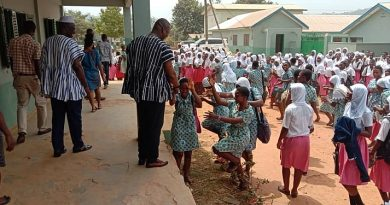 A/R: Fomena DCE Hails TI Ahmadiyya SHS for excellent WASSCE results
