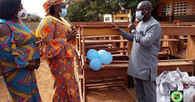 GES Director-General donates furniture, learning materials to Ashongman Presby School