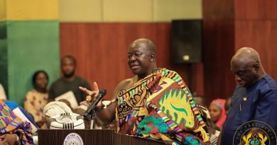 VIDEO: Asantehene Otumfuo and Wife take COVID-19 vaccine publicly