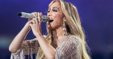 Jennifer Lopez Just Got the Most Gorgeous Blunt Curtain Bangs